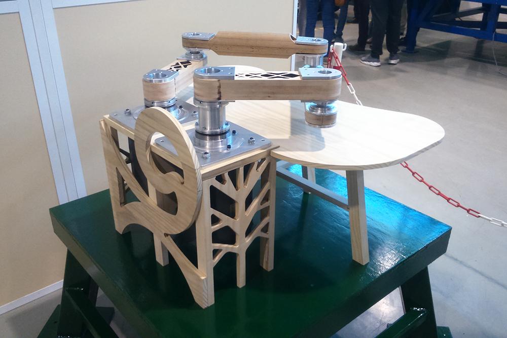 Prototype de robot en bois issu du projet Robécolo (ESB/LS2M)